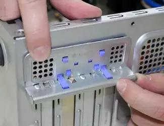 Фиксация сетевой карты в корпусе компьютера
